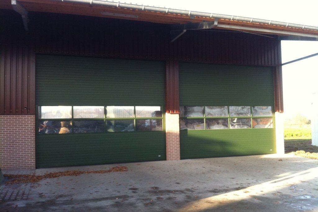 Landwirtschaftliche Maschinenhalle, mit Kragarm und Betonfertigwände