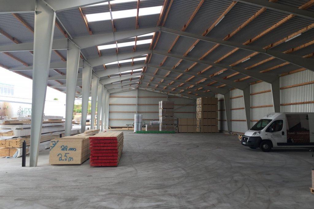 Holzlagerhalle