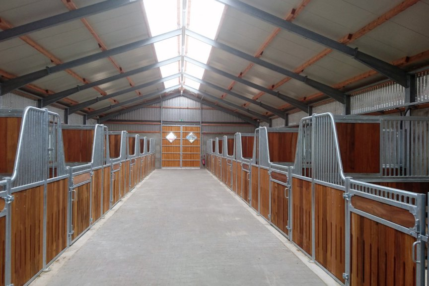 Pferdestall mit Aufstallung